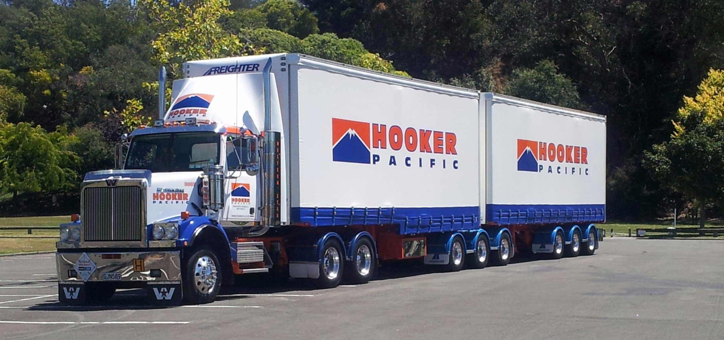Hooker Pacific Removal Truck
